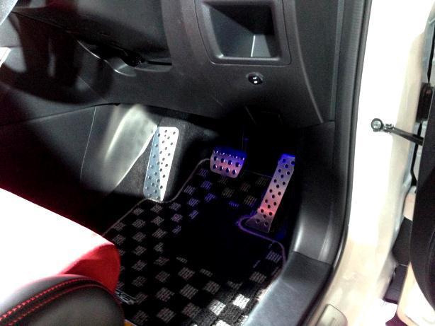 2013-auto-salon-mazda-cx-5-pedal