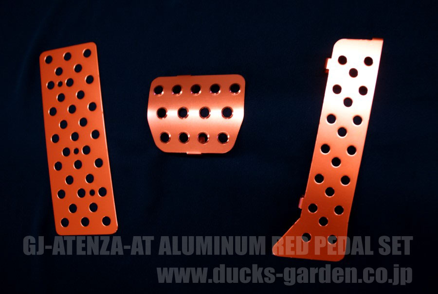 GJアテンザ専用設計のアルマイトカラー仕上げアルミペダルセット