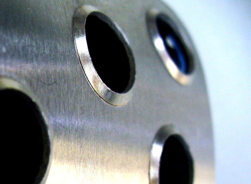 ブレーキ、クラッチペダル表面バーリング穴形状